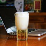пиво на ноутбуке