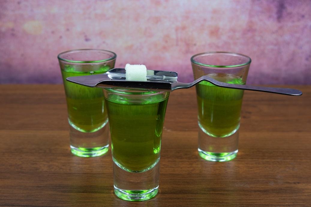 фото абсента с сахаром
