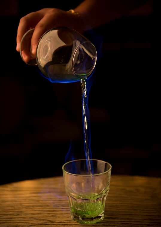 фото как пить горящий абсент