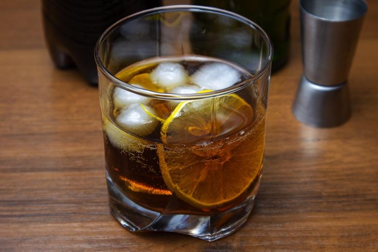 фото коктейля виски с колой