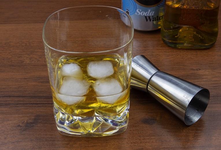 фото виски с содовой