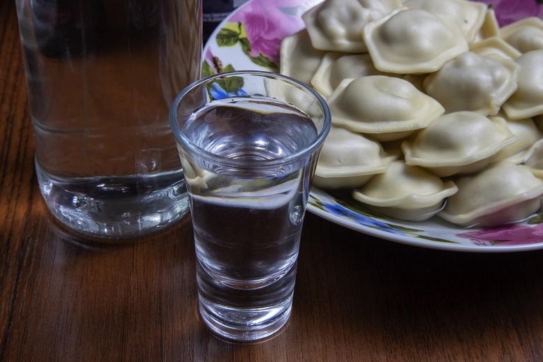сколько может хранитья водка