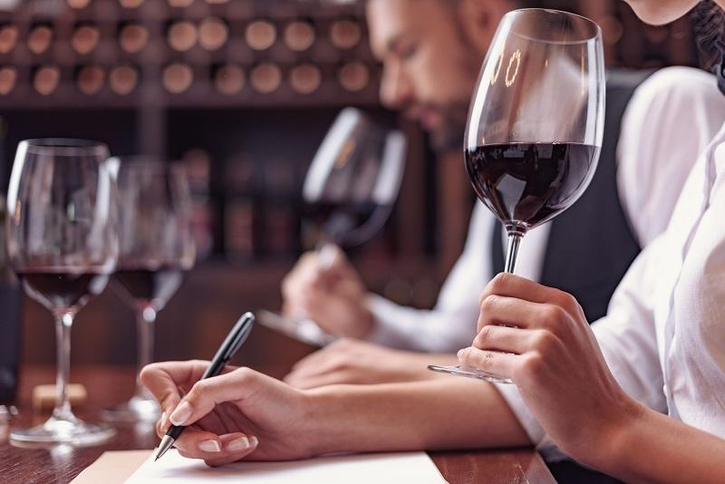 фото бокала для дегустации вина