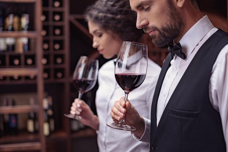 Оценка ароматического букета вина фото