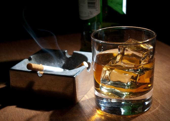фото виски и сигарет