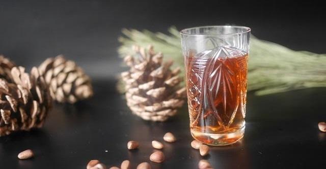 Настойка водки на кедровых орехах фото