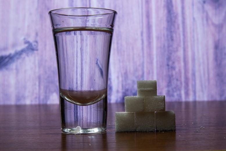 фото простого сахарного самогона