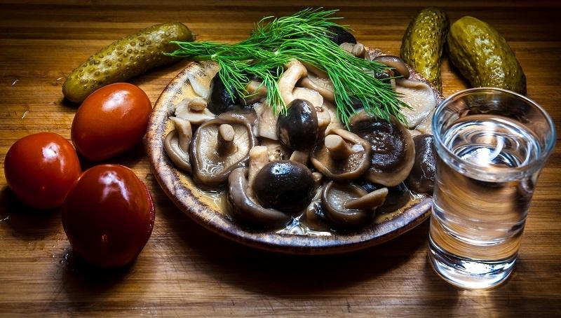 водка с маринованными грибами