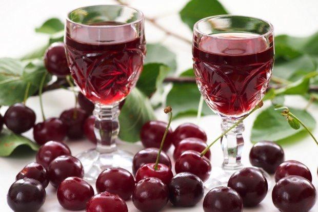 фото домашней вишневой водки