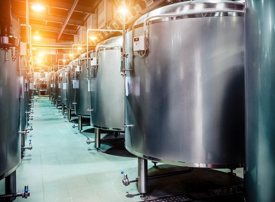 емкости для созревания пива на пивзаводе