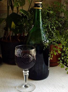 фото ликера из черной смородины, сделанного в домашних условиях