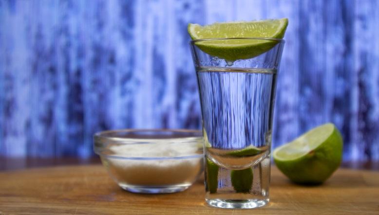 фото как пить текилу с лимоном и солью