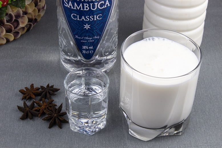 фото как правильно пить самбуку с молоком