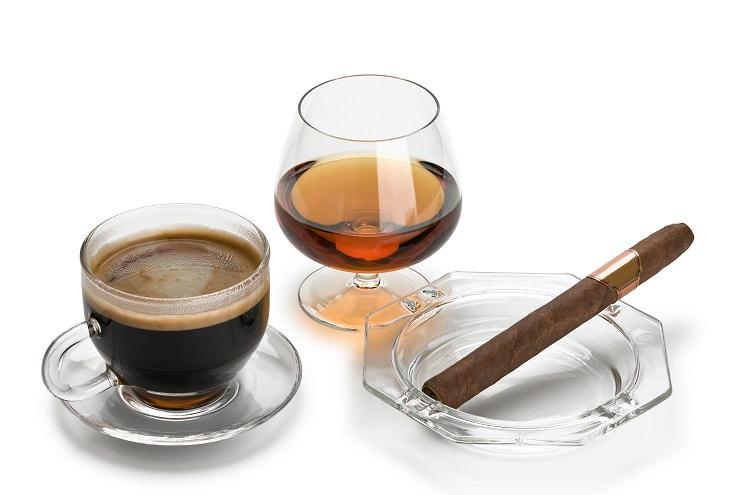фото коньяка, кофе и сигар