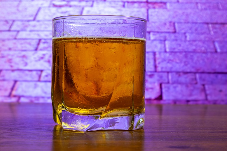 фото правильного бокала для виски