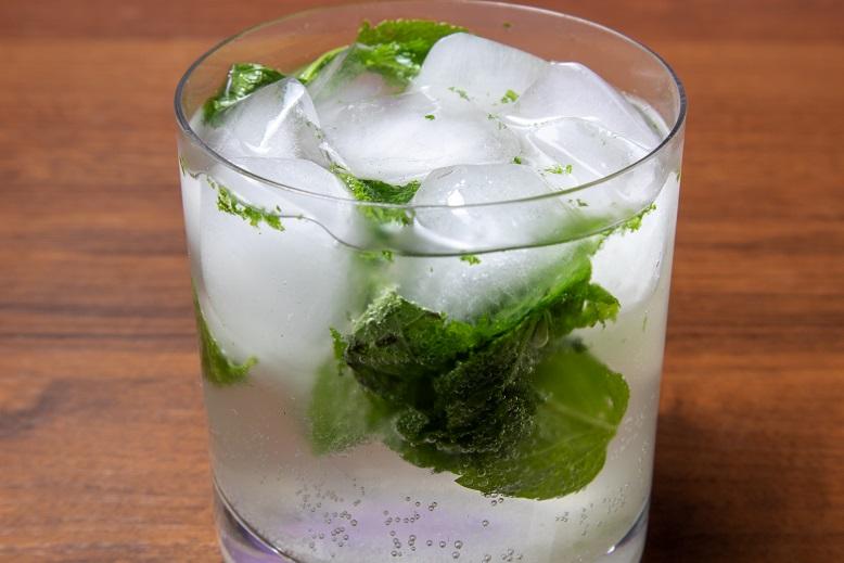 фото алкогольного мохито со спрайтом
