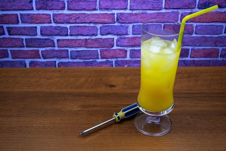фото коктейля отвертка (водка с апельсиновым соком)