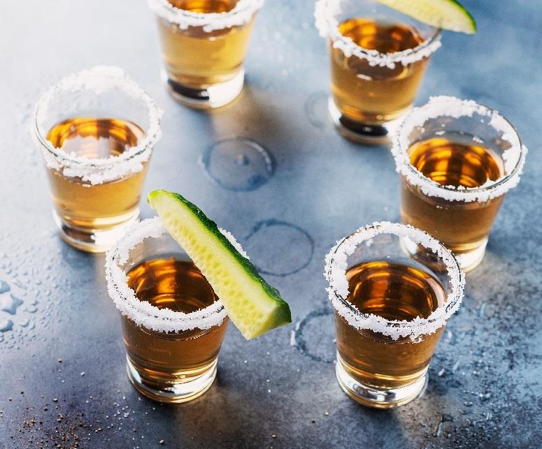 коктейль с текилой и огурцом