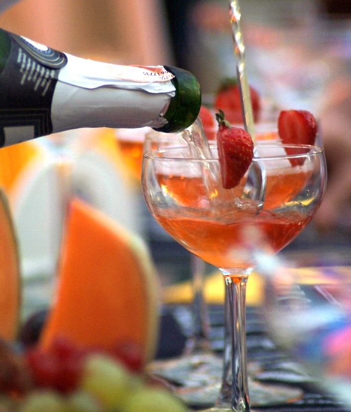 фото вина асти с клубникой