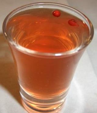 водка на красной рябине (фото)
