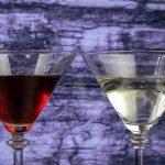 фото красного и белого вермута в бокале