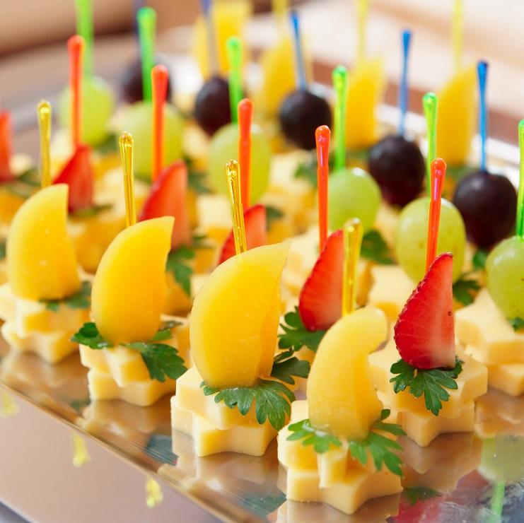 фото закуски к вермуту из фруктов и сыра