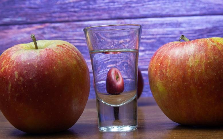 фото самогона из яблок без дрожжей