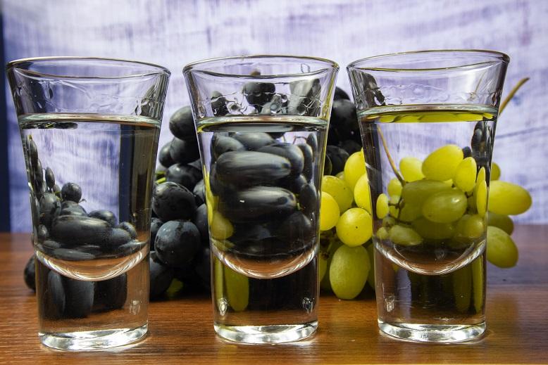 фото виноградного самогона без дрожжей и сахара