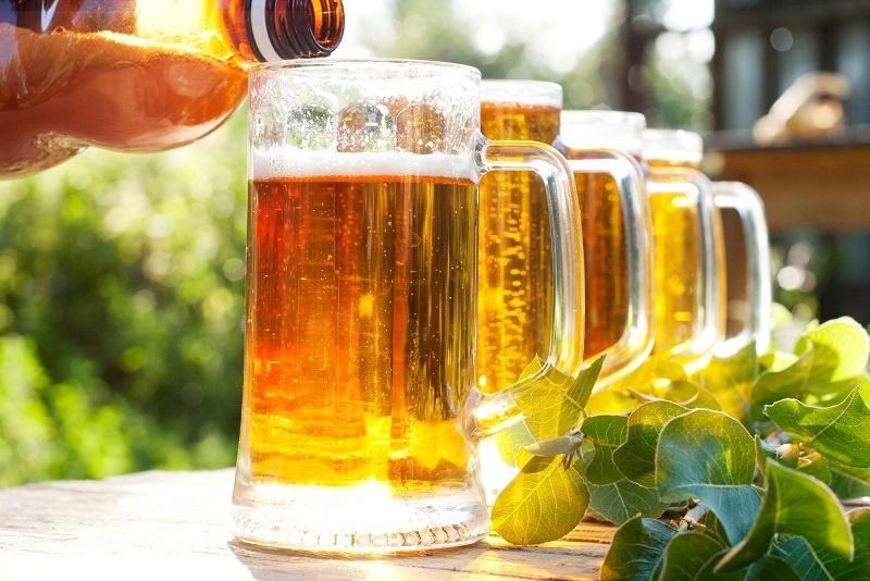 как правильно наливать пиво из бутылки