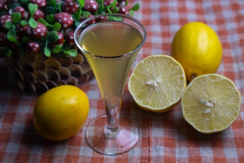 фото домашнего ликера из лимонов