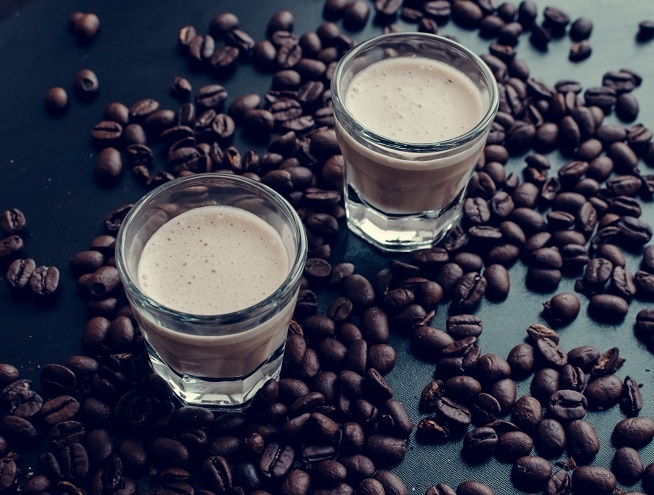 фото Бейлиса с кофе