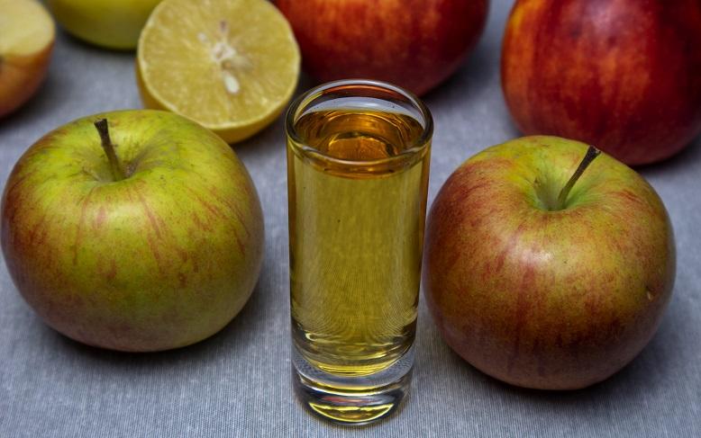 фото домашнего яблочного ликера без воды