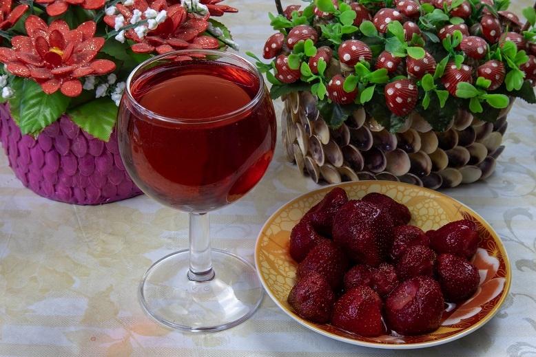 домашнее вино из клубники фото
