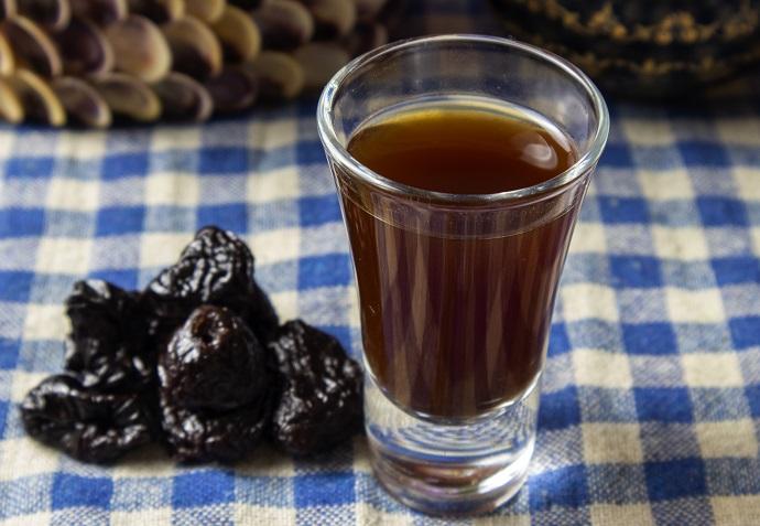 фото настойки водки на черносливе