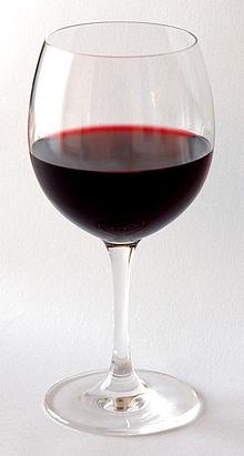 красное виноградное вино фото
