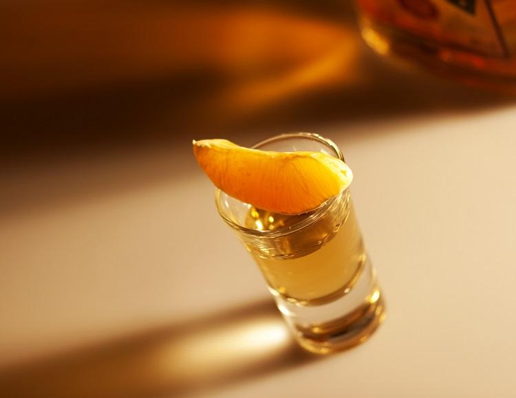 ром с апельсиновой долькой