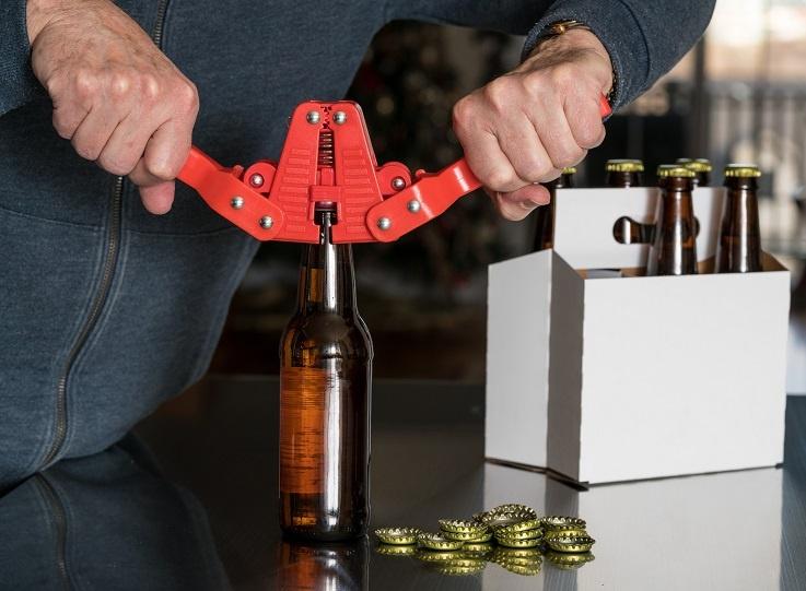 устройство за закупорки стеклянных бутылок