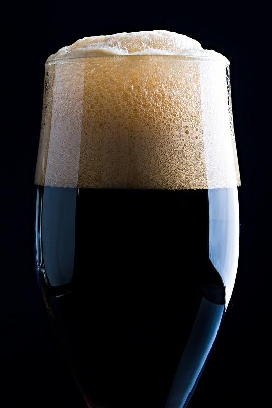 фото плотной пены пива Гиннес