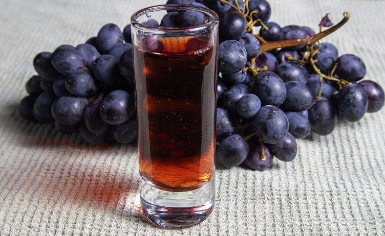 фото наливки из красного винограда