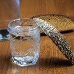 фото как правильно чистить самогон ржаным хлебом