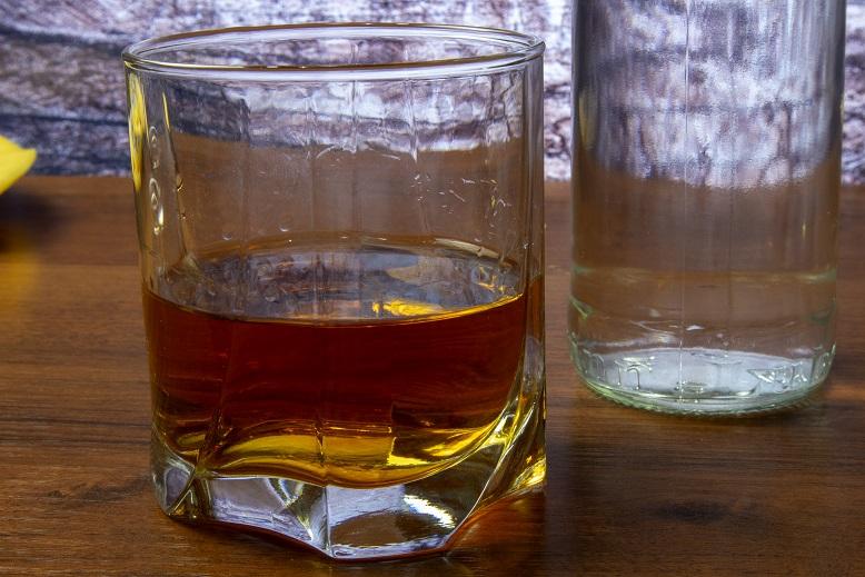 фото домашней имитации виски из спирта