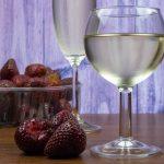 фото игристого вина с клубникой