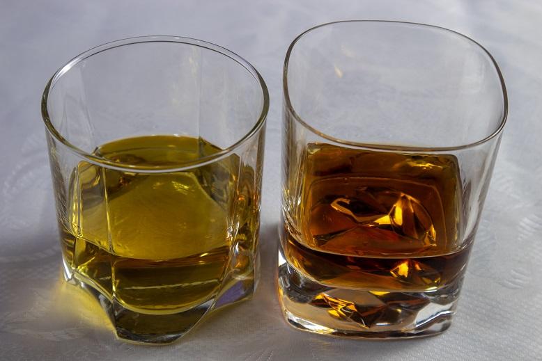 разница между виски и бурбоном по цвету