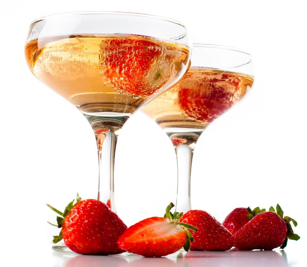фото желе из шампанского с клубникой