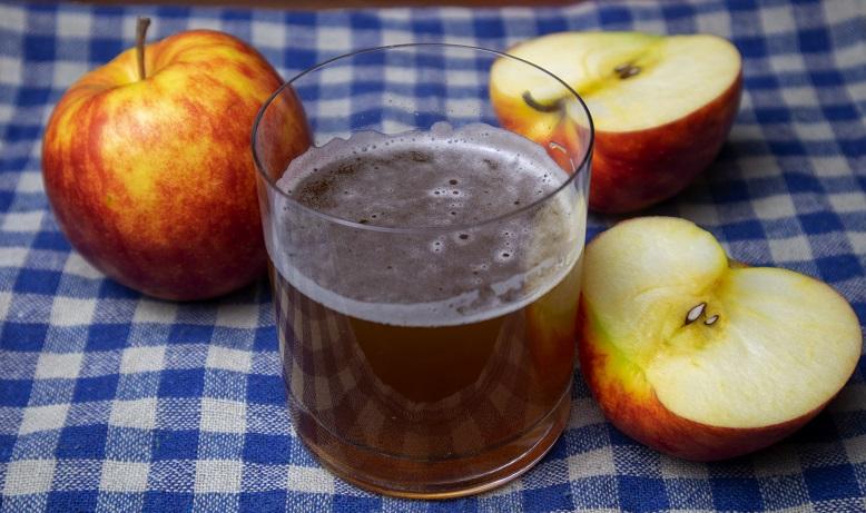 Квас из яблочного сока с кофе фото
