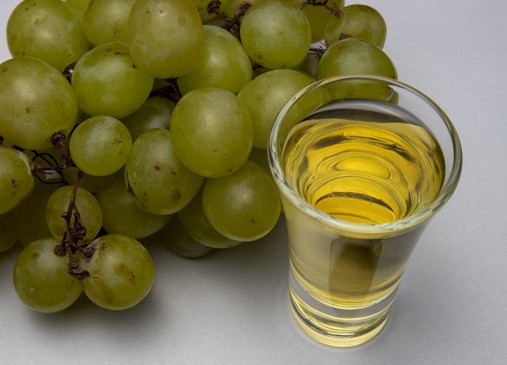 фото ликера из белого винограда