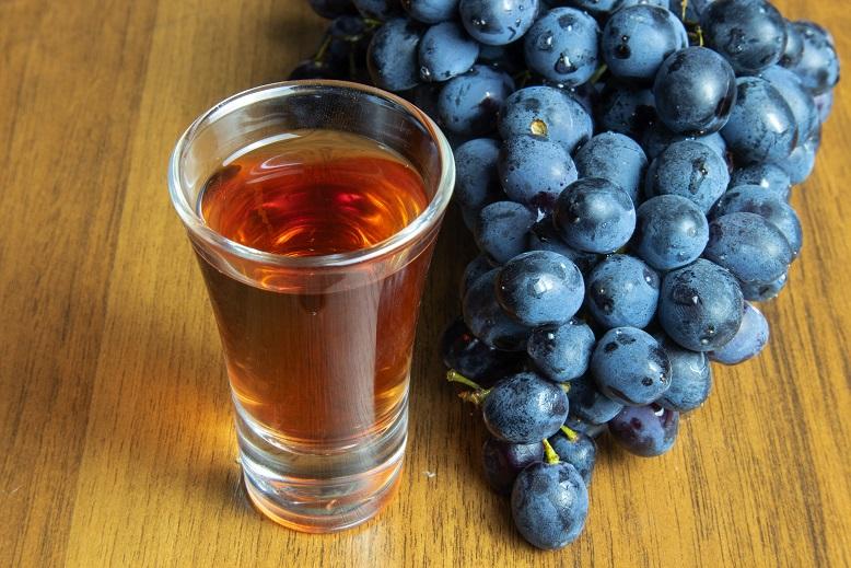 фото ликера из красного винограда