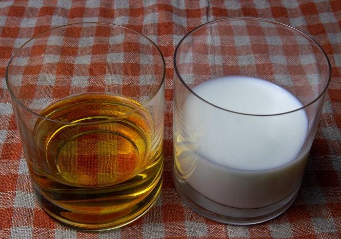 фото молока и виски