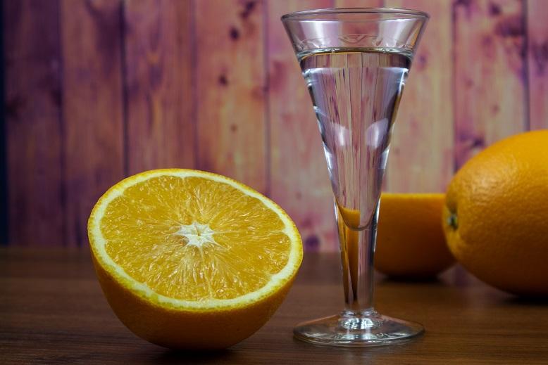 фото домашнего апельсинового ликера куантро после перегонки