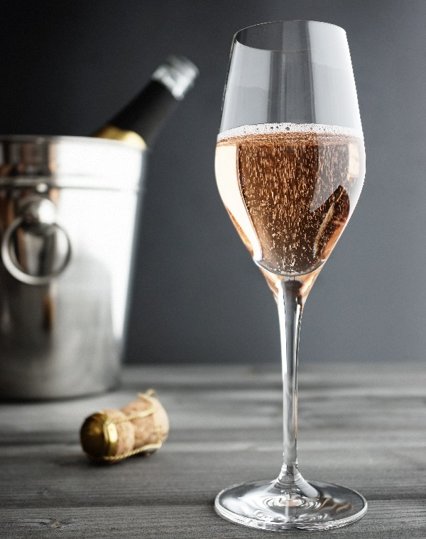 фото бокала для розового шампанского